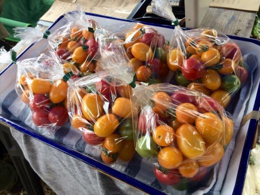 03_店頭に並べたミニトマト